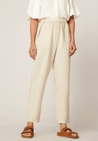 OYSHO - Spodnie materiałowe - beige - 0