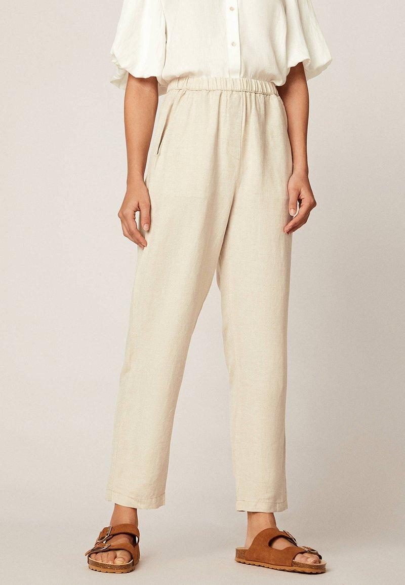 OYSHO - Spodnie materiałowe - beige