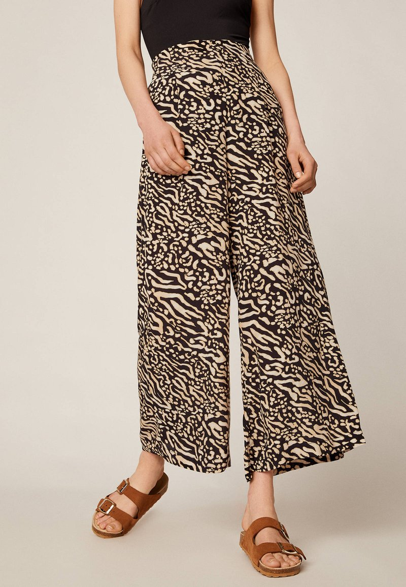OYSHO - Trousers - brown