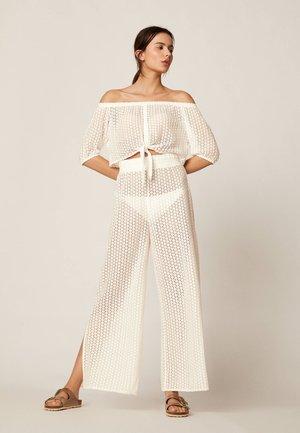 WEITE HÄKELHOSE - Pantalon classique - white