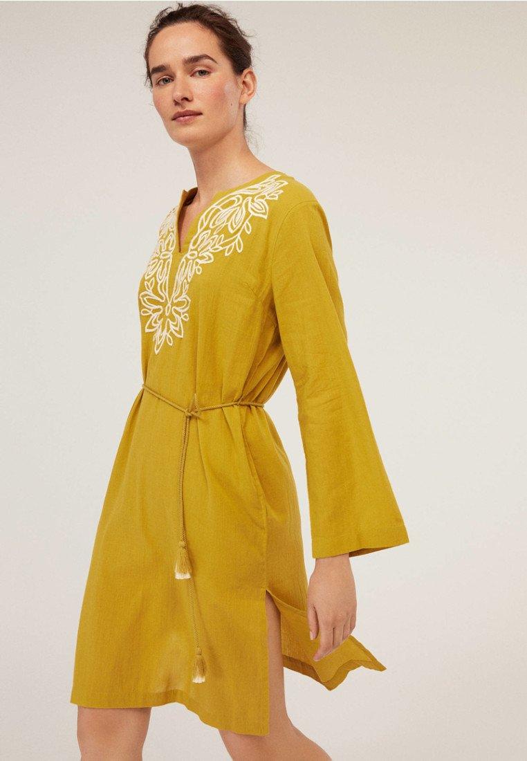 OYSHO - Robe d'été - yellow