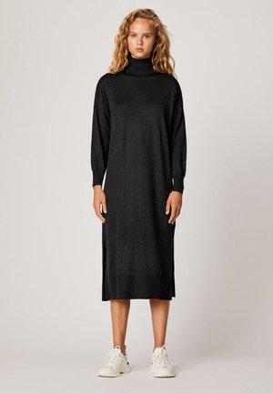 MIT ROLLKRAGEN - Robe pull - black