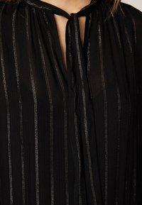OYSHO - MIT METALLICGARN  - Robe d'été - black - 4