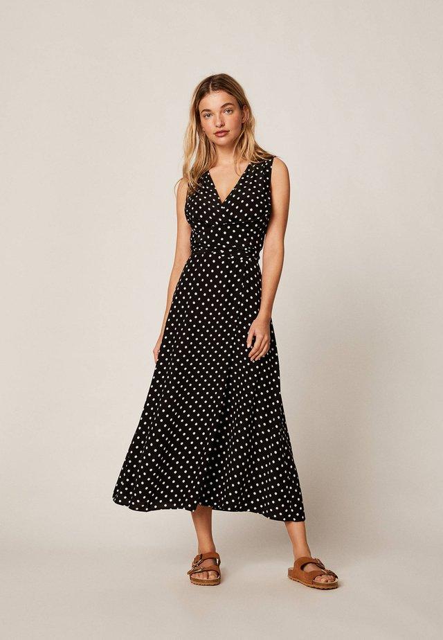 MIT MITTELGROSSEN PUNKTEN - Długa sukienka - black