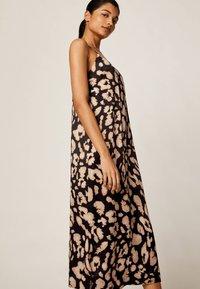 OYSHO - MIT LEOPARDENPRINT - Korte jurk - black - 2