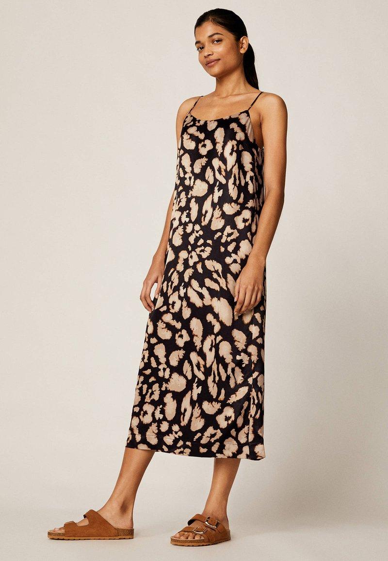 OYSHO - MIT LEOPARDENPRINT - Korte jurk - black