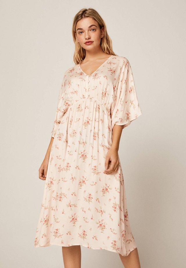 MIT FILIGRANEM BLUMENPRINT - Korte jurk - pink