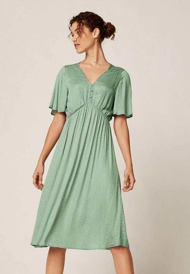 MIT PUNKTEN - Sukienka letnia - green