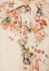OYSHO - MIT MEHRFARBIGEM BLÜMCHENPRINT 30271192 - Day dress - beige - 5
