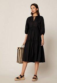 OYSHO - Denní šaty - black - 1