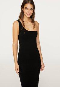 OYSHO - Pouzdrové šaty - black - 3