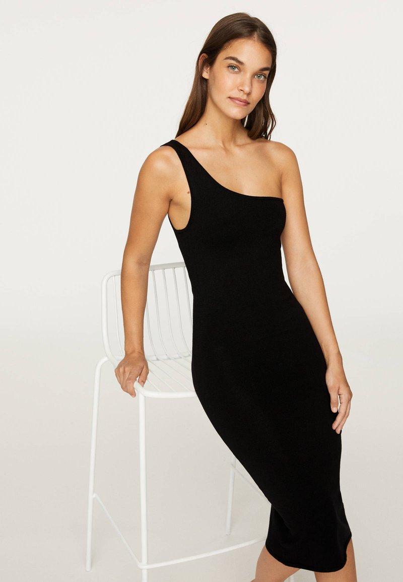 OYSHO - Pouzdrové šaty - black