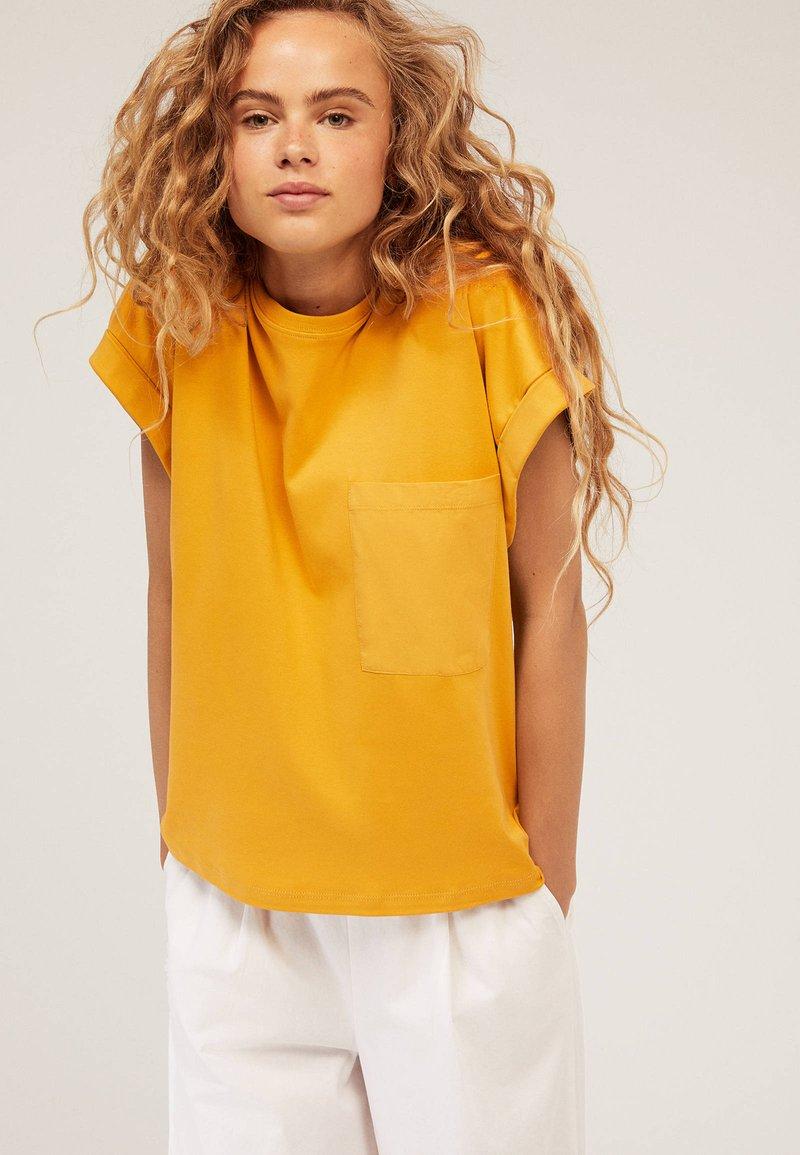 OYSHO - T-Shirt basic - yellow