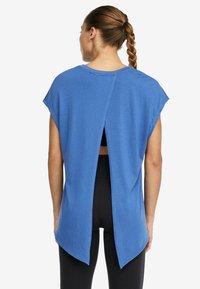 OYSHO_SPORT - T-shirt imprimé - blue - 2