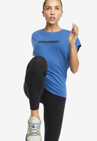OYSHO_SPORT - T-shirt imprimé - blue - 3