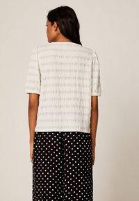 OYSHO - Basic T-shirt - white - 2