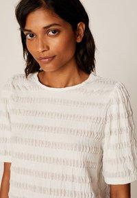 OYSHO - Basic T-shirt - white - 3