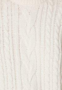 OYSHO - MIT ZOPFMUSTER - Jumper - white - 5