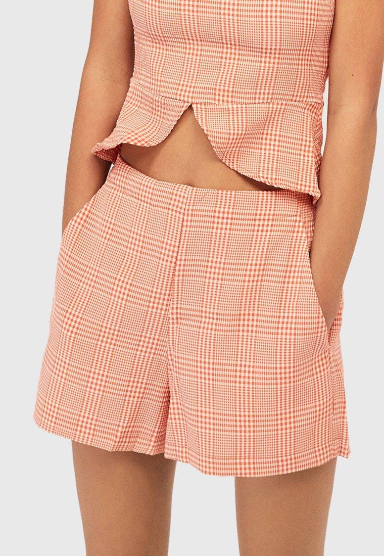 OYSHO - SEERSUCKER-SHORTS - Shorts - orange