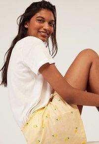 OYSHO - Spodnie od piżamy - yellow - 4