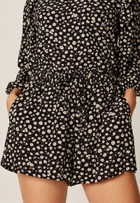 OYSHO - MIT MARGERITEN - Shorts - black - 3