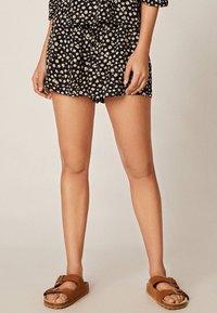 OYSHO - MIT MARGERITEN - Shorts - black - 0