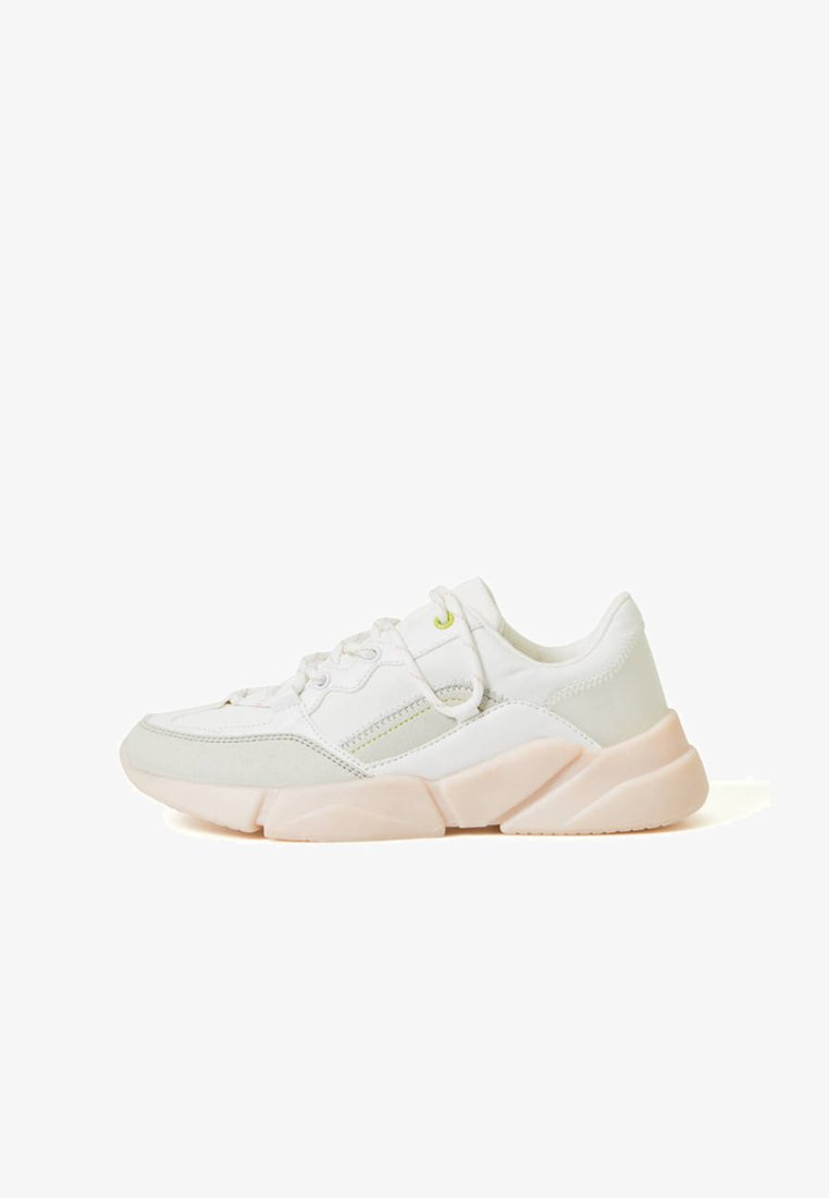 OYSHO_SPORT - Minimalist running shoes - white