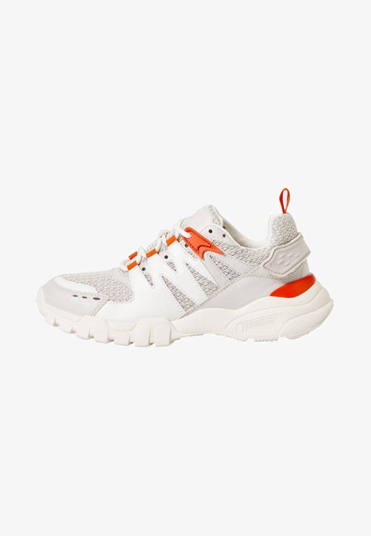 OYSHO_SPORT - MIT DETAILS - Sports shoes - white/orange