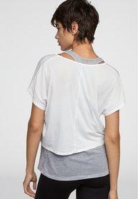OYSHO_SPORT - Print T-shirt - multi-coloured - 4