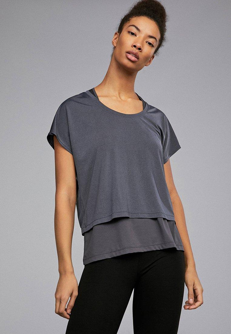 OYSHO_SPORT - T-shirt med print - grey