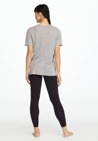 OYSHO_SPORT - MIT AUFSCHRIFT - T-shirt imprimé - grey - 2