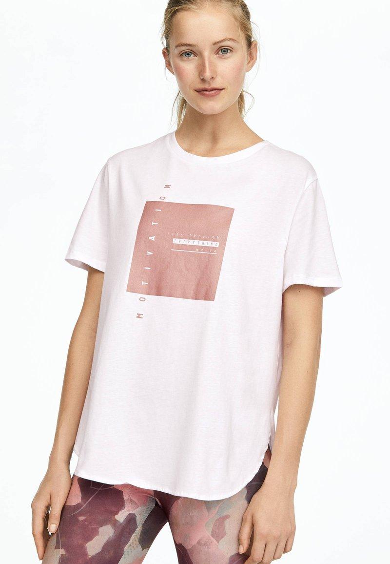 OYSHO_SPORT - T-shirt imprimé - white