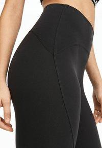 OYSHO_SPORT - HIGH COMPRESSION - 3/4 sports trousers - black - 4