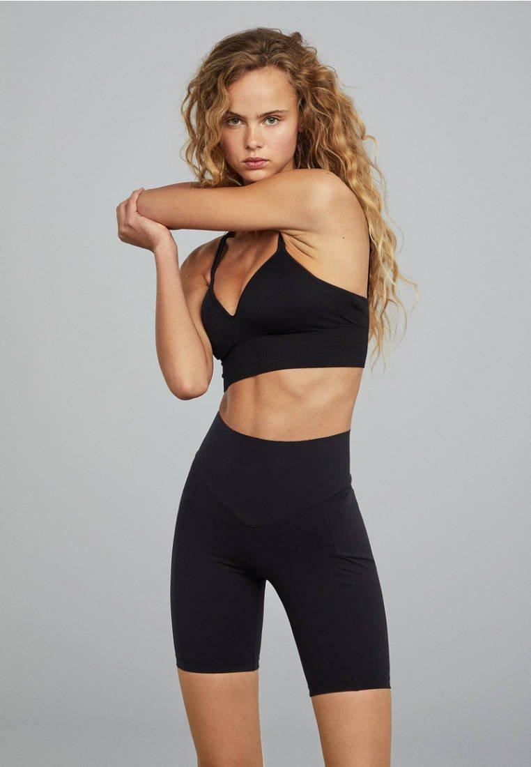OYSHO_SPORT - FORMENDE RADLERSHORTS 31244206 - Sports shorts - black