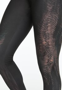 OYSHO_SPORT - MIT ALLIGATOR-PRINT  - Leggings - black - 5
