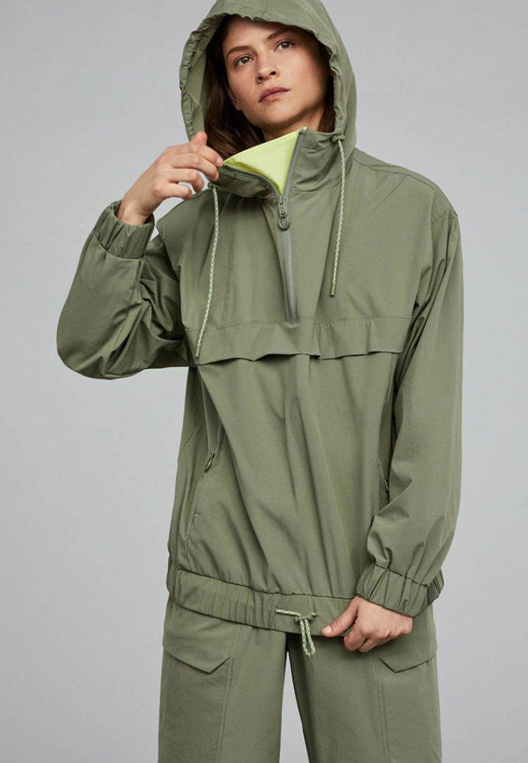 OYSHO_SPORT - Regnjakke / vandafvisende jakker - khaki