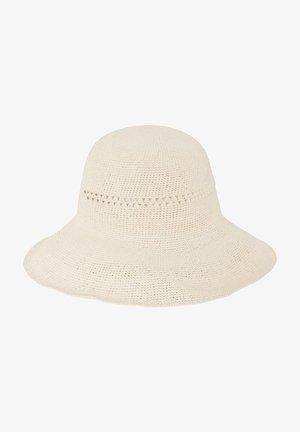 Hatt - white