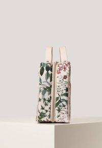 OYSHO - MIT BLUMENPRINT - Kosmetická taška - off-white - 3
