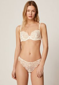 OYSHO - Underwired bra - white - 1
