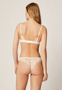 OYSHO - Underwired bra - white - 2