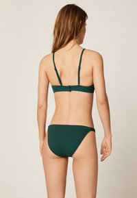OYSHO - TEXTURIERTES TRIANGEL-BIKINIOBERTEIL 30712139 - Góra od bikini - evergreen - 1