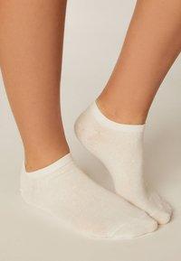 OYSHO - 5 PACK - Sportovní ponožky - white - 2