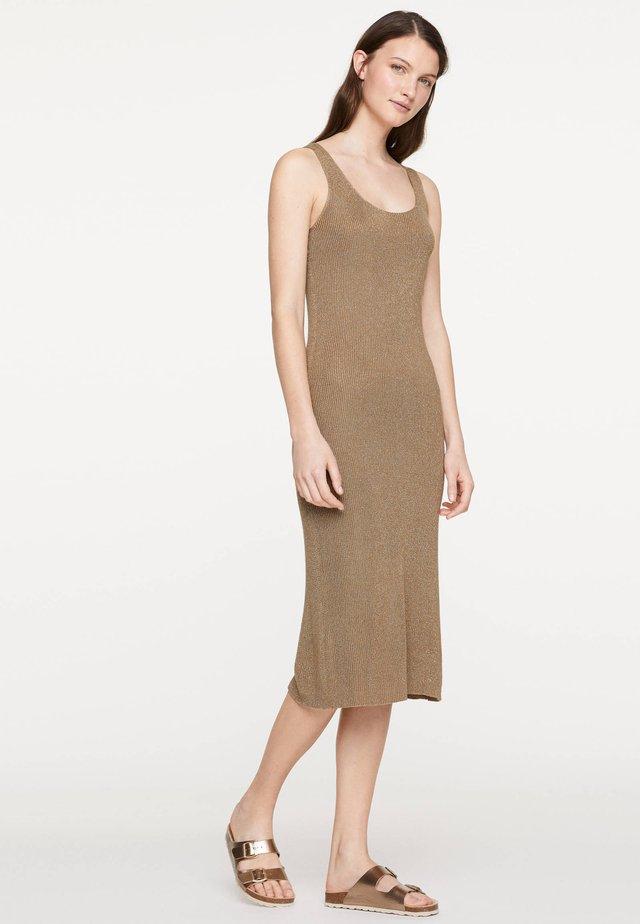 ÄRMELLOSES STRICKKLEID 30751133 - Gebreide jurk - brown