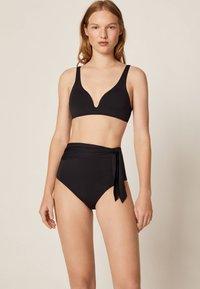 OYSHO - HOCH GESCHNITTENER  - Dół od bikini - black - 1