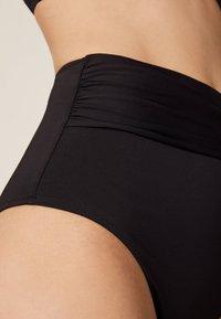 OYSHO - HOCH GESCHNITTENER  - Bikinibroekje - black - 3