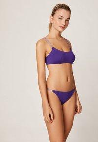 OYSHO - MIT BANDDETAILS - Bikini top - dark purple - 1