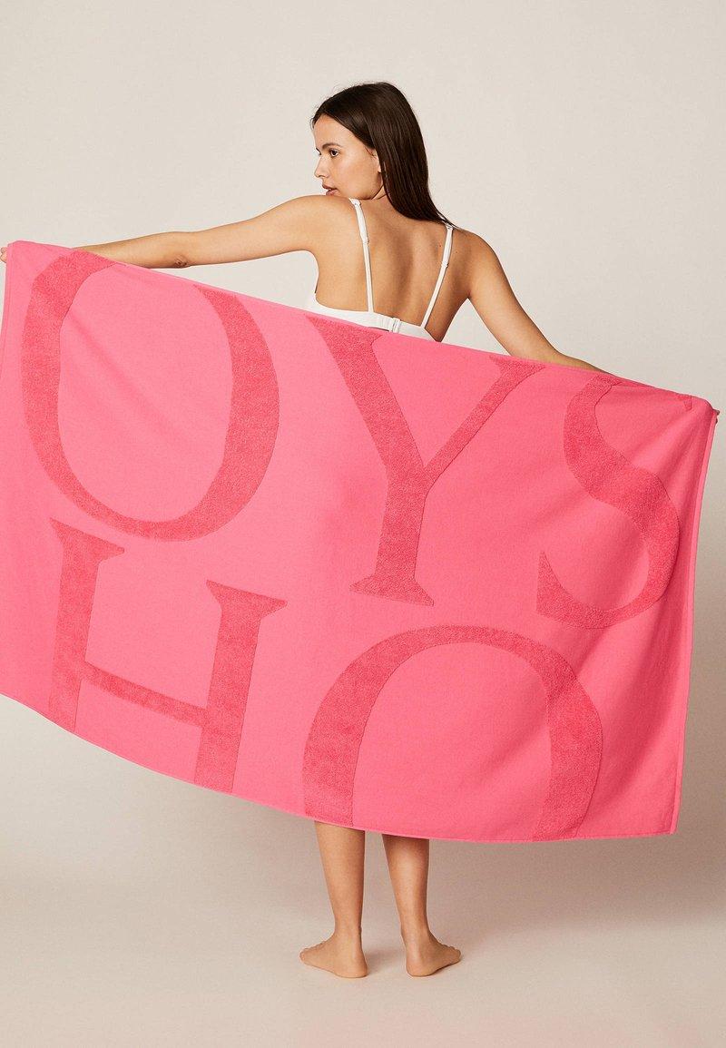 OYSHO - HANDTUCH MIT OYSHO-LOGO 30832439 - Beach accessory - neon pink