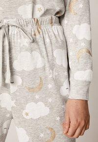 OYSHO - MIT WOLKENPRINT - Spodnie od piżamy - light grey - 4