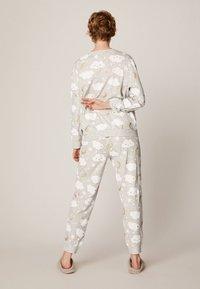 OYSHO - MIT WOLKENPRINT - Spodnie od piżamy - light grey - 2