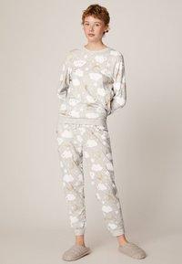 OYSHO - MIT WOLKENPRINT - Spodnie od piżamy - light grey - 1